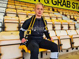 Liam Bennett signs Pro Contract with Cambridge United